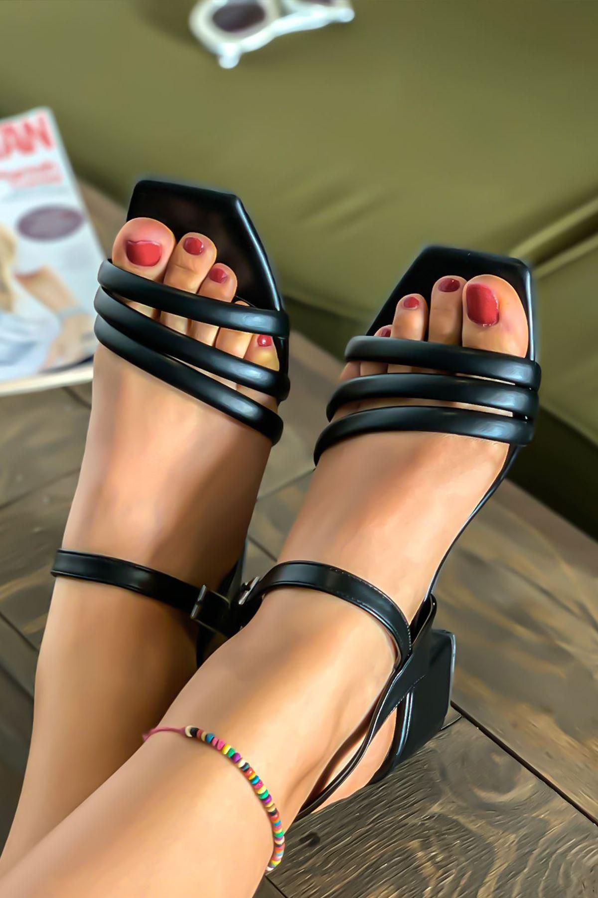 Kadın Biyeli Klasik Topuklu Ayakkabı-siyah
